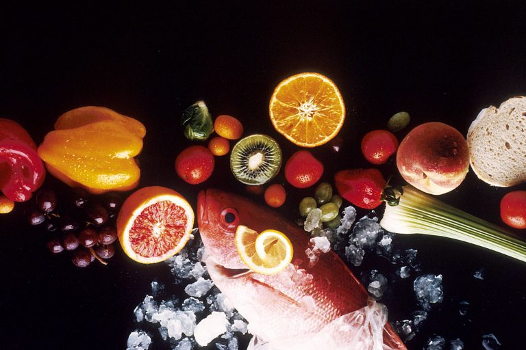 Healthy Foods to Have Shiny Face 1280px Healthy food1