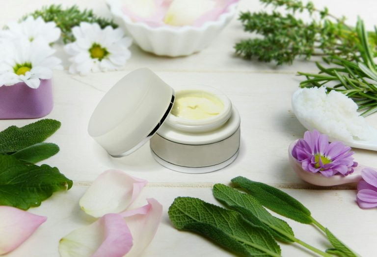 How to Get Rid of Blackheads on Your Nose creamskin care cosmetics lid f1
