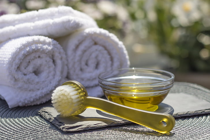 What Happens To The Body After the Massage With a Dry Brush spa salon resort oil preview1