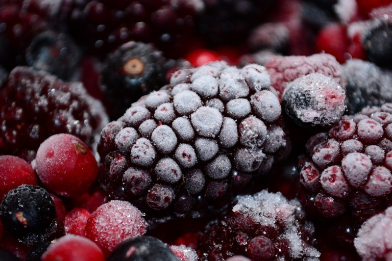 Sweet Ways to Cure an Autumn Cold frozen berries