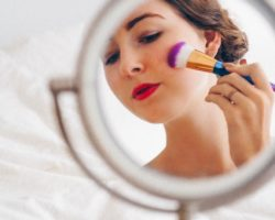5 Make-Up Mistakes That Make You Look Older